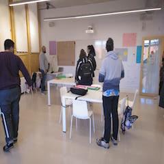 A la imatge es pot veure a part dels alumnes de la formació en prevenció de conflictes